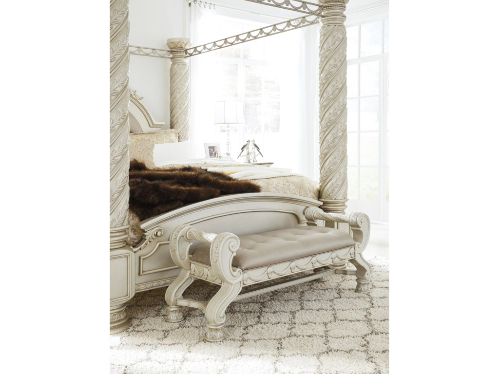 Signature Design by Ashley CassimoreLarge Upholstered Bedroom Bench