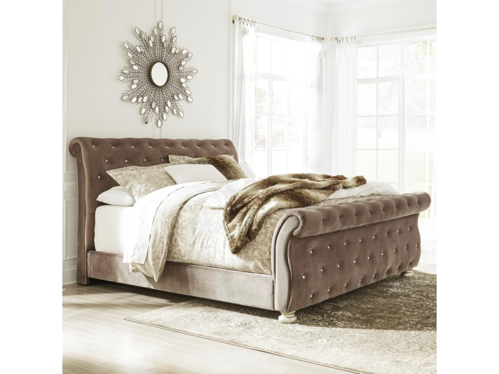 Signature Design by Ashley CassimoreQueen Upholstered Sleigh Bed