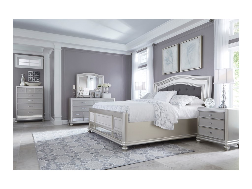 Signature Design by Ashley CoralayneQueen Panel Bed with Upholstered Headboard