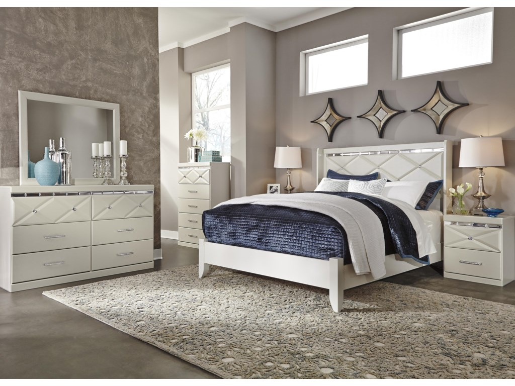 Signature Design by Ashley DreamurQueen Panel Bed