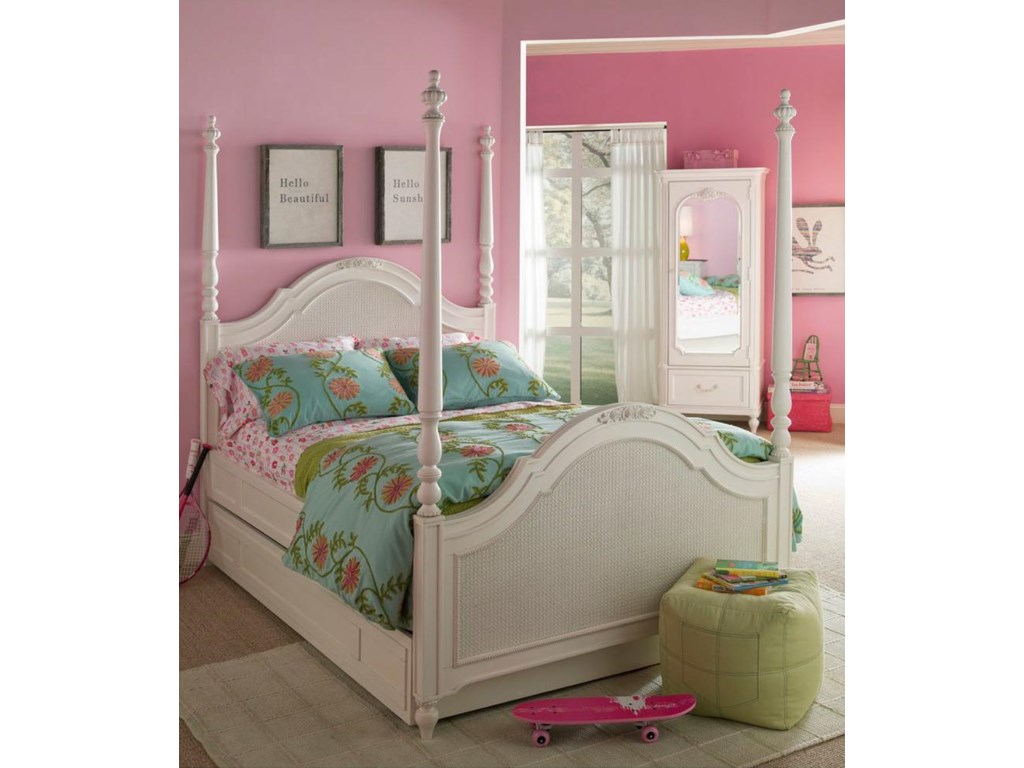 Shown with Poster Bed with Trundle