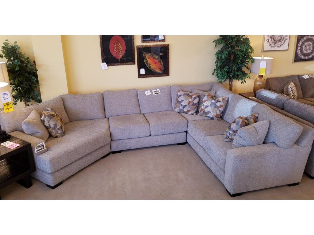 Stanton 4663 Piece Sectional with Cuddler