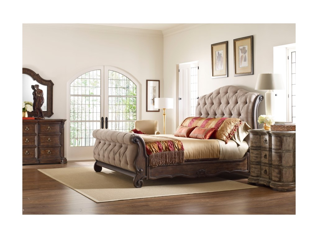 Thomasville® Casa VenetoUpholstered 6/0 Sleigh Bed