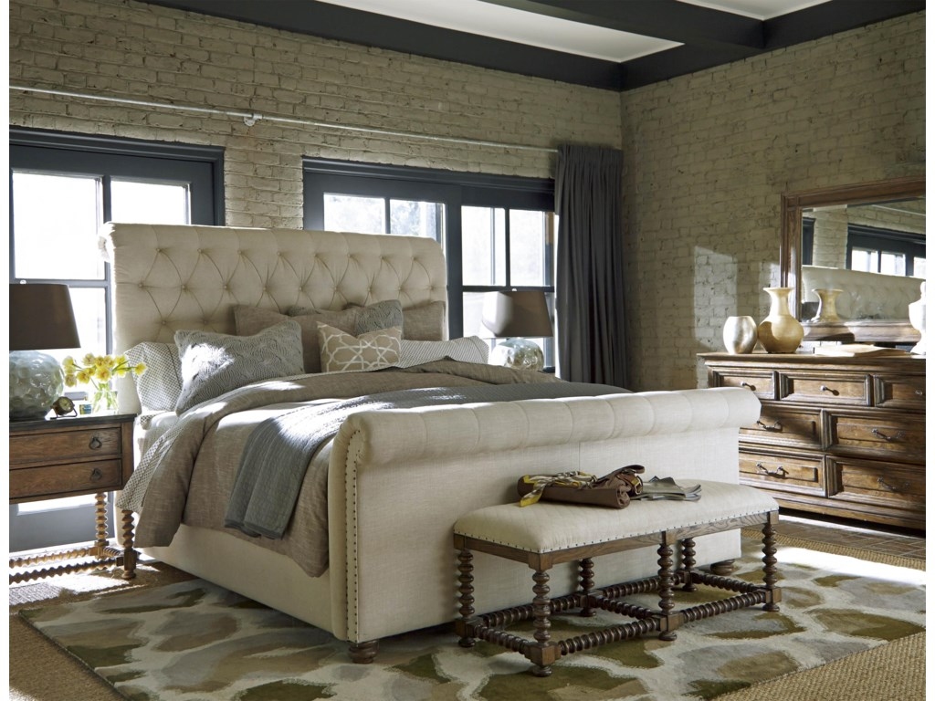 Universal California - Hollywood HillsKing Fairfax Upholstered Bed