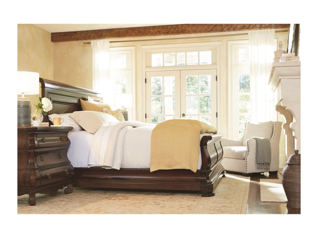 Universal RepriseCalifornia King Sleigh Bed