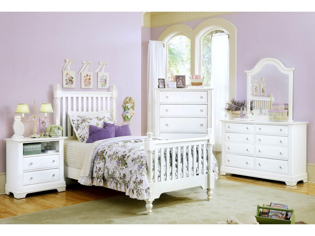 Show Nightstand, Bed, Chest, Dresser, and Mirror