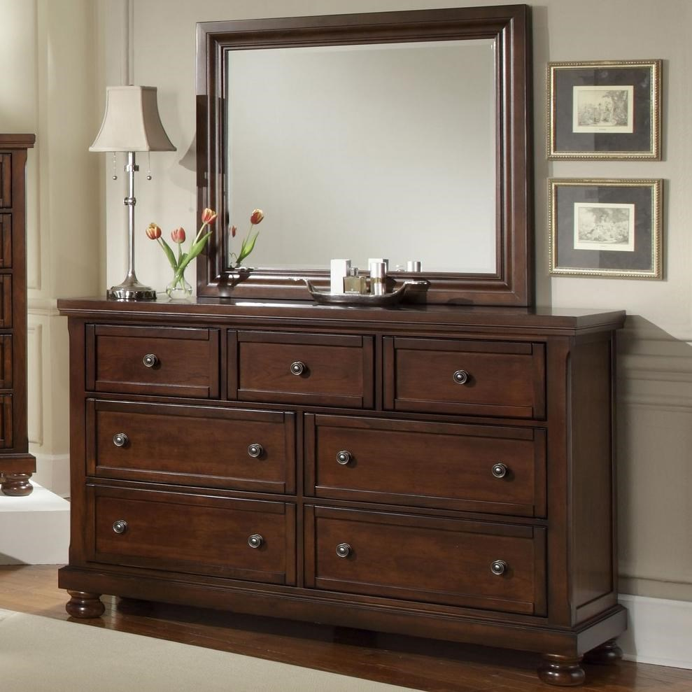 Vaughan Bassett Harrington7 Drawer Dresser And Mirror Combination ...