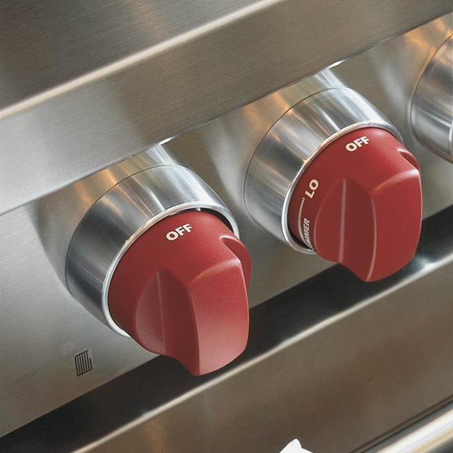 Wolf's Distinctive Red Knobs